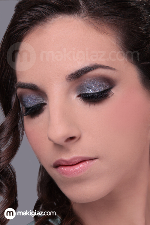 Glamour Silver-Blue MakeUp Look